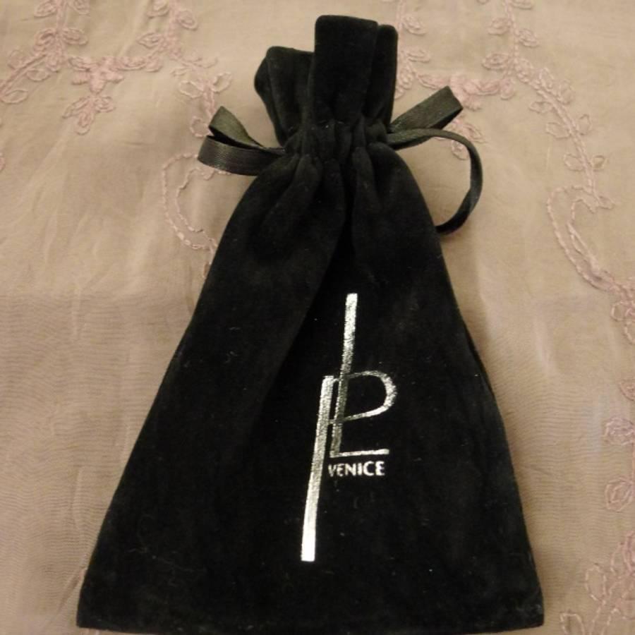 Perlearmbånd med magnetlås, sort/hvit